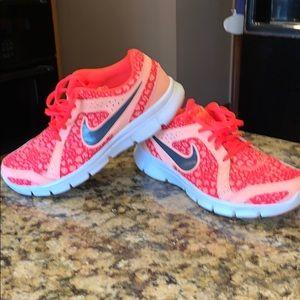 Nike women's 9.5 FLEX experience RN2